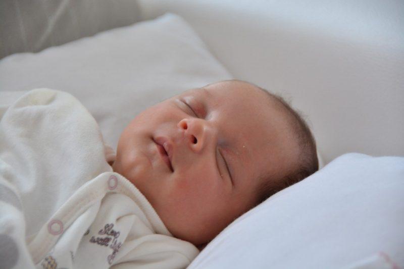 baby slapend gezicht