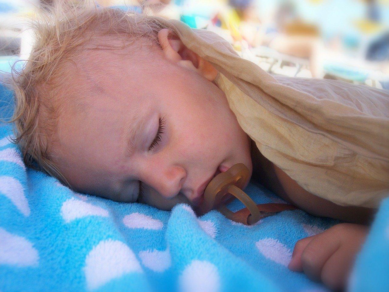 slapend-jongetje