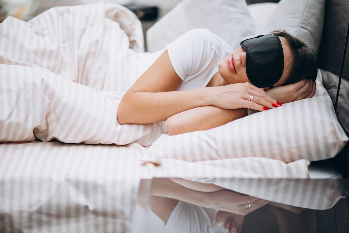 Vrouw-slapend-masker-GABA-supplement